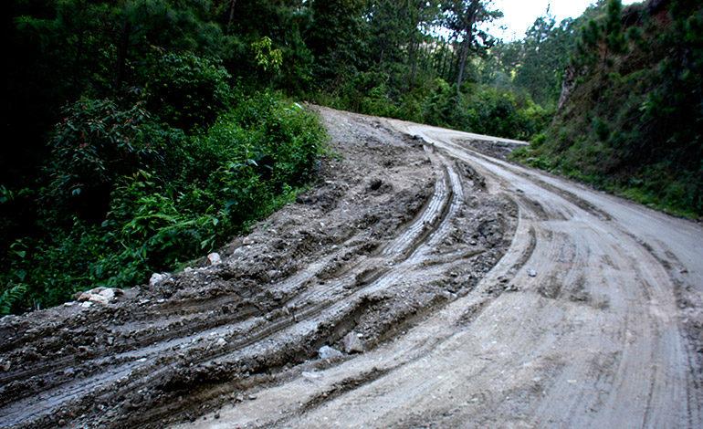 Lluvias dejan desastre en carretera hacia Orica