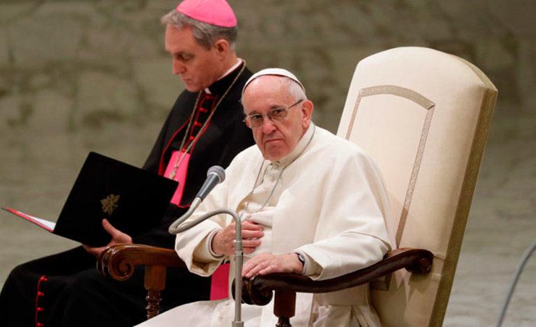 Piden al papa Francisco aceptar que hombres casados puedan ser sacerdotes