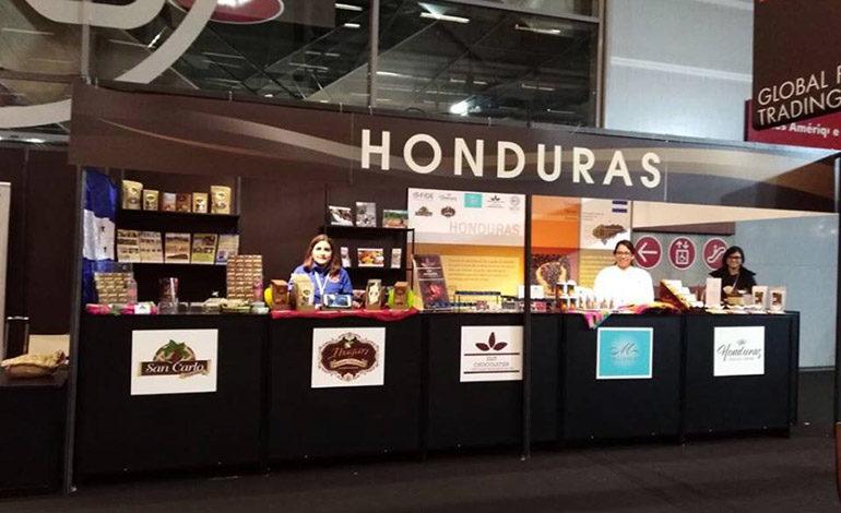 Representes de la cadena de cacao participan en el salón del CHOCOLATE