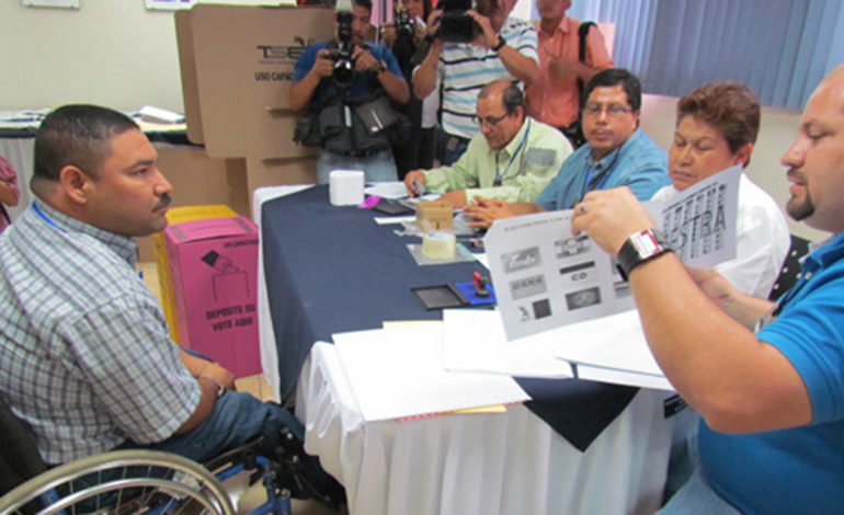 """Partidos políticos prometen """"Inclusión sin distinción"""" para discapacitados"""