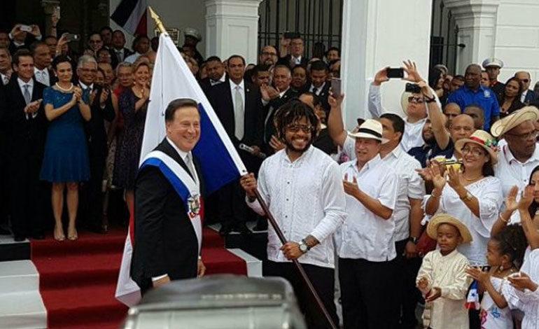 Román Torres encabeza desfile de independencia de Panamá