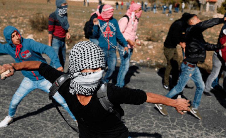 Decenas de heridos en protestas palestinas aisladas contra decisión de Trump