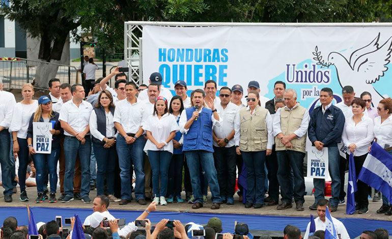 """Presidente Hernández: """"Revisen lo que quieran"""""""