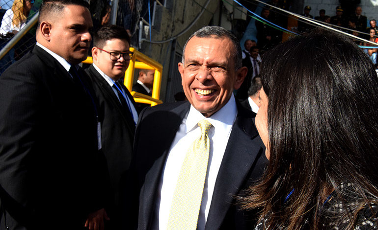 """Con su sonrisa contagiosa, el expresidente de la República, Porfirio """"Pepe"""" Lobo, no pudo pasar desapercibido y hasta dejó """"picados"""" a algunos con su entusiasmo."""
