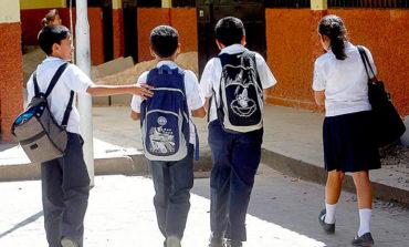 Gobierno anuncia donación de cien mil uniformes a escolares