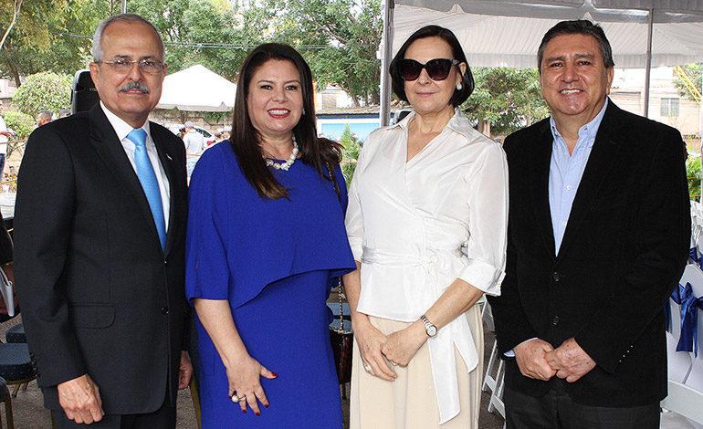 Roberto Zablah, Gina Mendieta, Victoria Napky, Ricardo Figueroa.