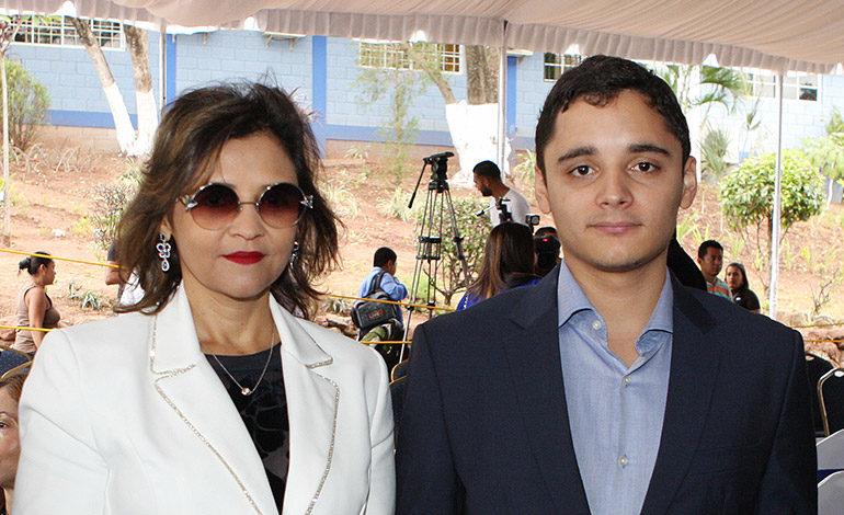 Mayra y Alberto Zablah.