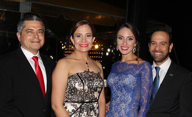 Lester Hernández, Karla Castañeda, Pamela y Andrés Kafati