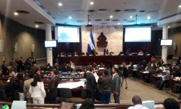 Clausura de cuarta y última legislatura con silbatos, amnistías y ascensos