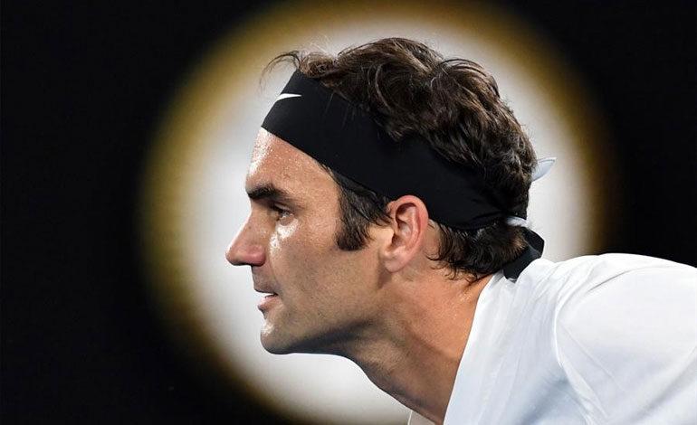 Federer lucha por igualar a Djokovic y sumar el 20 grande