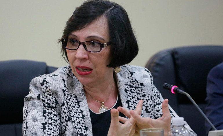 Mayra Falck es juramentada como presidenta de Banhprovi
