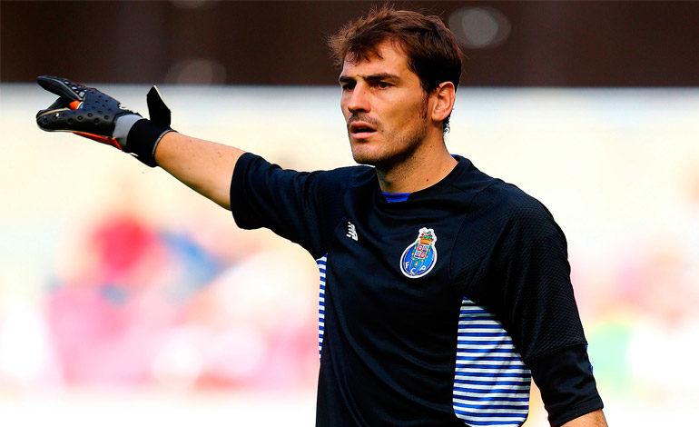 Casillas enerva a la afición del Sporting al insinuar un arbitraje favorable