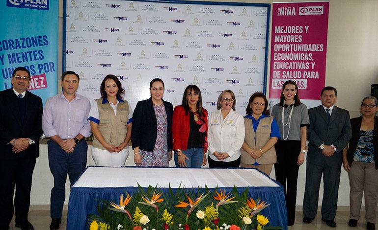 Firman convenio para mejorar la vida de mujeres y niñas