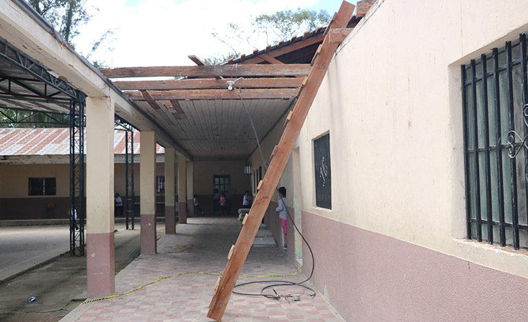 Avanza reparación de salones de Centro Básico en Siguatepeque