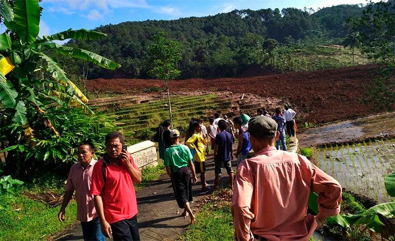 Cinco muertos y 15 desaparecidos en avalancha en la isla indonesia de Java