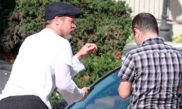 Brad Pitt no pudo controlar su Tesla y provocó un choque en cadena en Los Ángeles