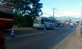 Dos autobuses ingresan a Honduras con unos 66 emigrantes retornados