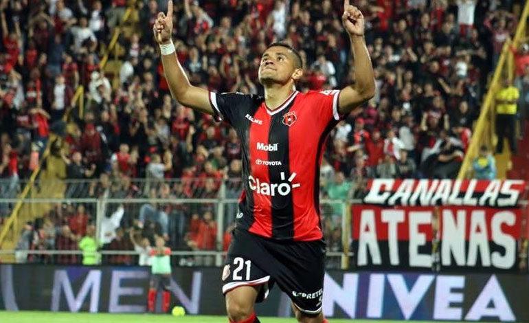 Roger Rojas máximo goleador de la liga costarricense