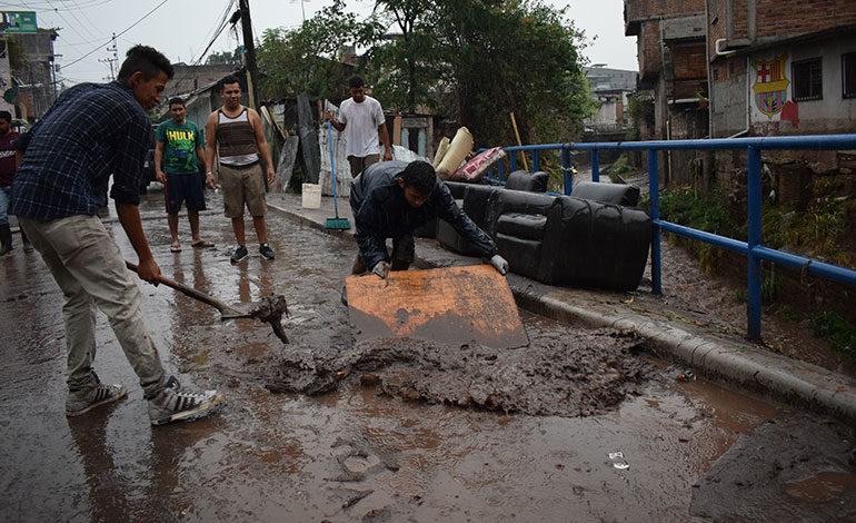 Los vecinos de la zona de Los Jucos, en el barrio Morazán, nuevamente fueron afectados por la crecida de la quebrada La Orejona.