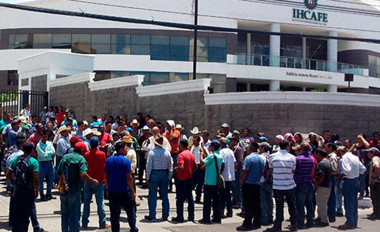 Cafetaleros endurecen protestas ante el Ihcafé
