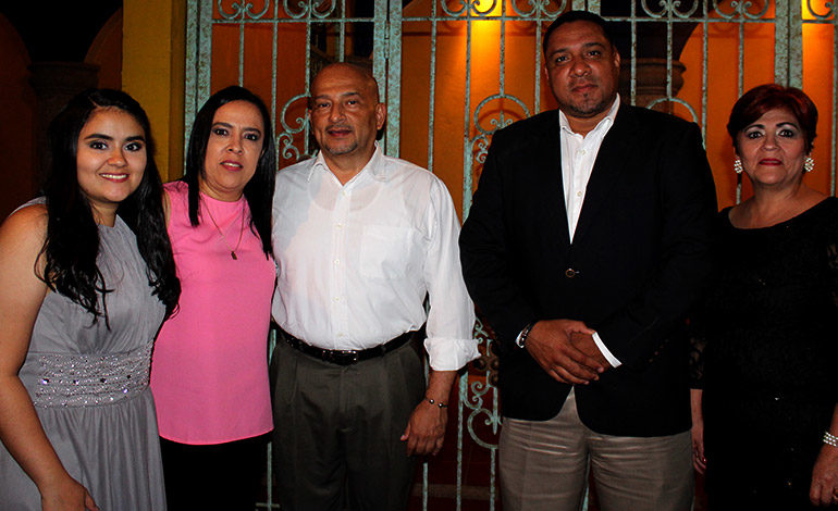 Cordelia Reyes, Ivonne Reyes, Roy Romero, Juan Francisco Reyes, Cordelia Cárcamo.