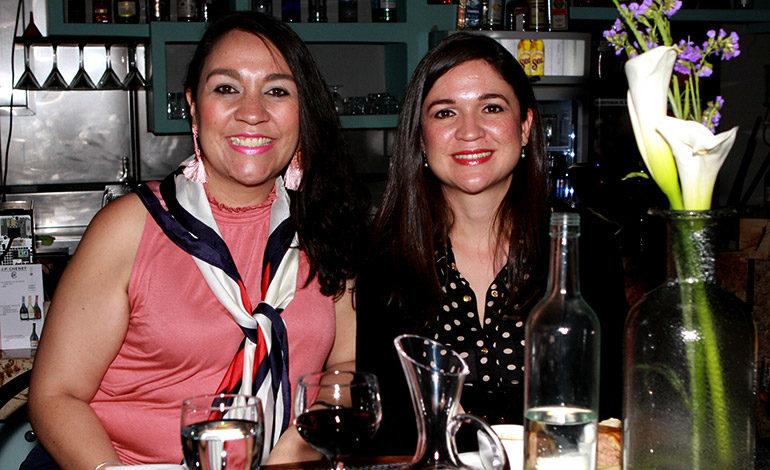 Avril Ochoa y Nina Ochoa