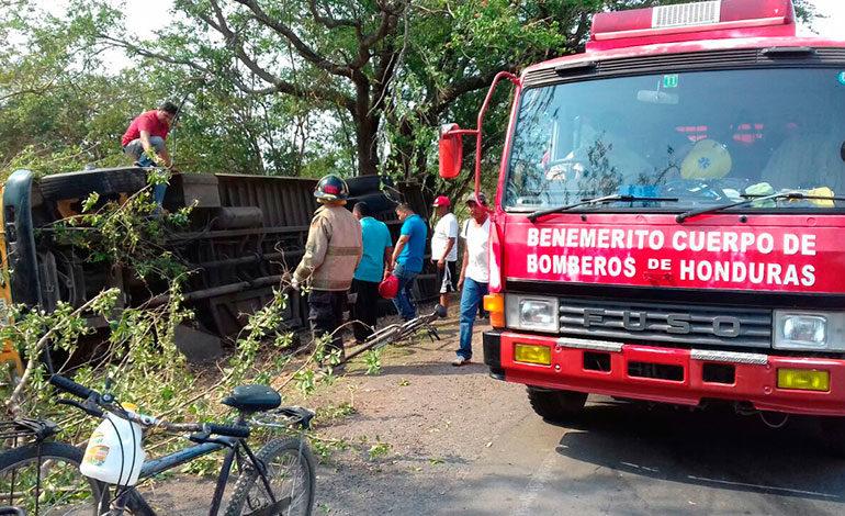 Nueve heridos en volcamiento de autobús en San Lorenzo