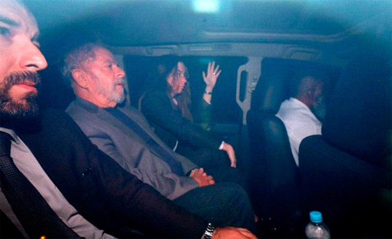Lula recibe la primera visita de su familia desde que ingresó en prisión
