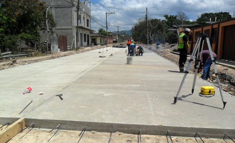 Pobladores y alcaldía impulsan pavimentación con programa 50/50