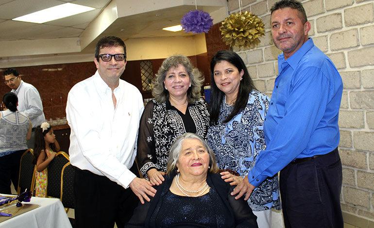 Así celebró sus 80 años la profesora Elia Jiménez