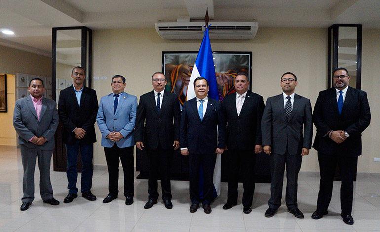 Juramentan a ocho nuevos funcionarios del gobierno