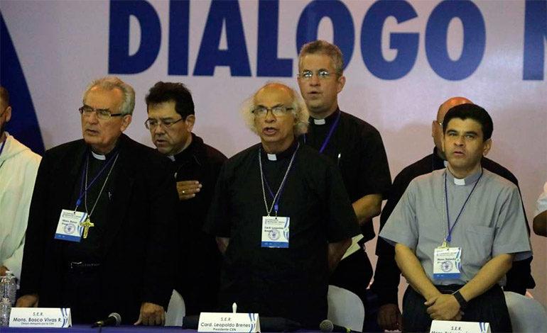 Fuerzas progobierno mantienen asedio a iglesia en norte de Nicaragua