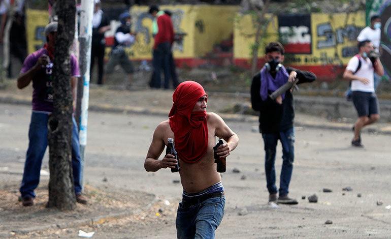 Al menos dos muertos en nuevos choques en protestas en Nicaragua