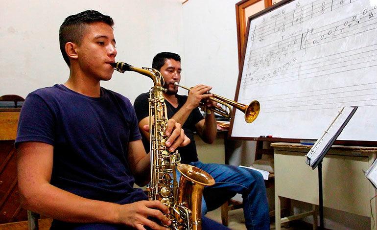 Tener una escuela de música se vuelve realidad para habitantes de Gracias