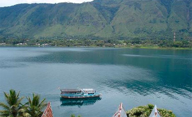 Se hunde ferry en Indonesia con 80 personas a bordo
