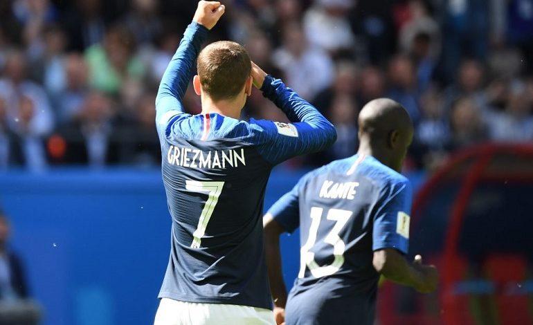 Francia derrota 2-1 en su debut a la selección de Australia