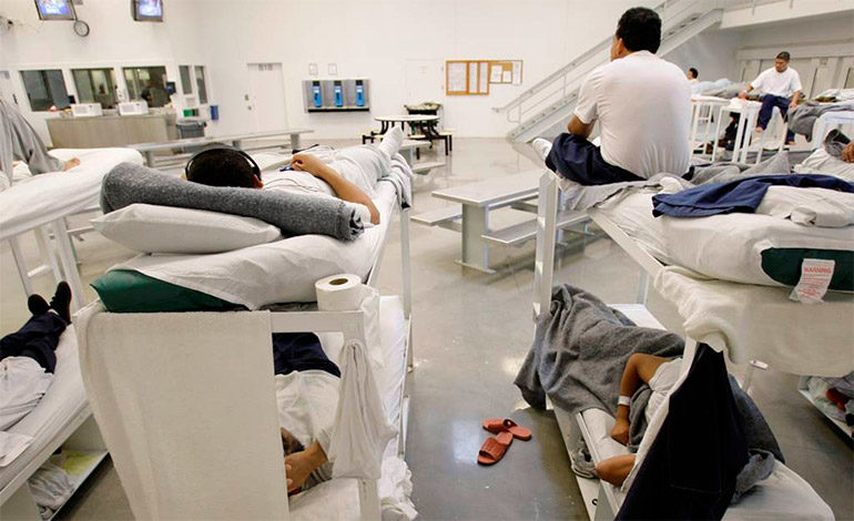 """Denuncian """"infierno"""" de centro de detención de inmigrantes en EEUU"""