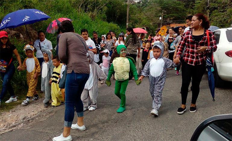 Centros educativos conmemoran con desfiles el Día Mundial del Medio Ambiente