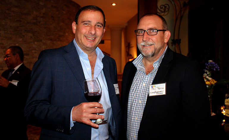 Juan Carlos Sikafi y Paul Teeple.