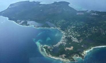 Rescatan a seis turistas y dos hondureños que naufragaron en Utila