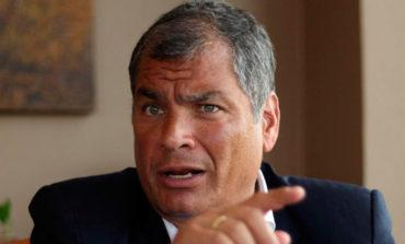 Presidente de Ecuador señala de multimillonarios sobreprecios al gobierno de Correa