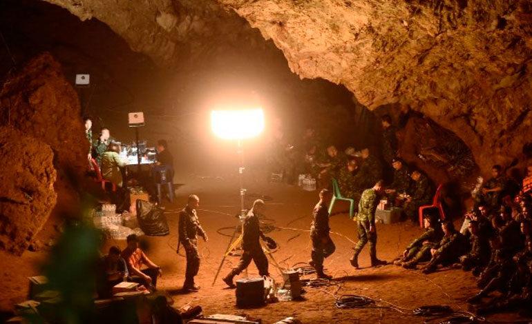 Rescate de los atrapados en la cueva de Tailandia se cobra la primera vida