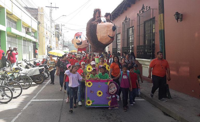 Escolares celebran aniversario de la Fray Juan de Jesús Zepeda
