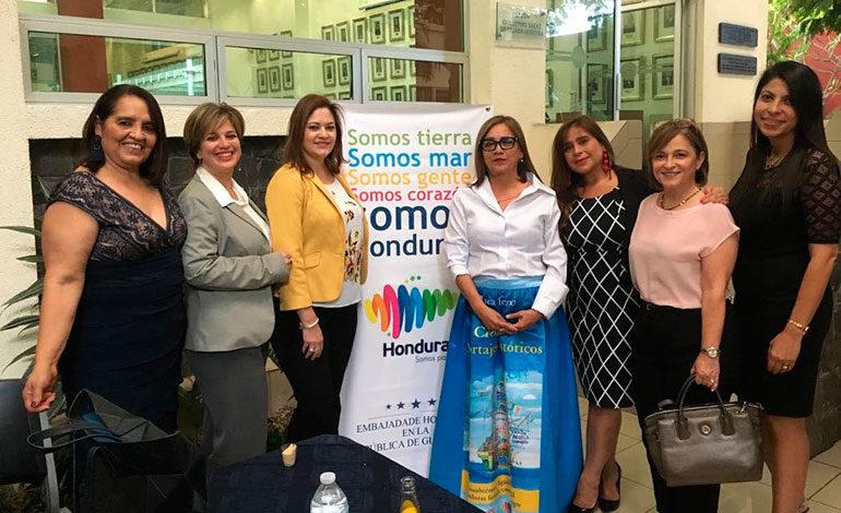 Crónicas y reportajes históricos logró cautivar a guatemaltecos