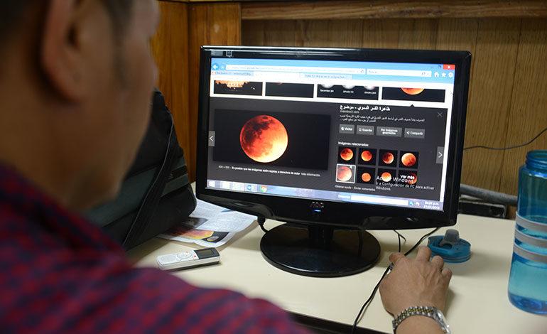 Hondureños se las ingeniaron para ver la Luna roja