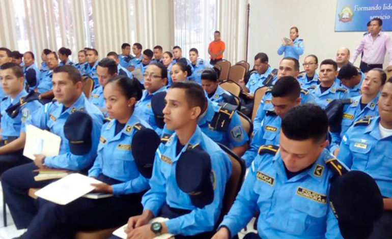 Instruyen a policía nacional sobre  resolución de conflictos sociales