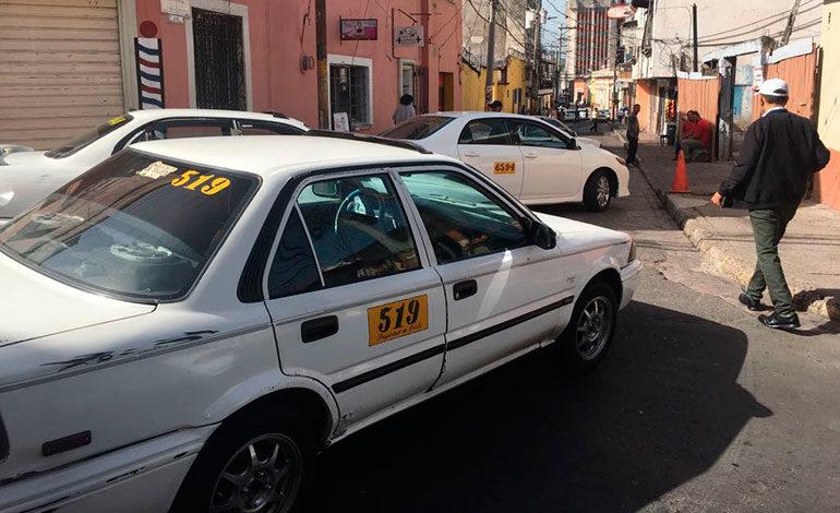 Taxistas se toman calles del centro de Tegucigalpa
