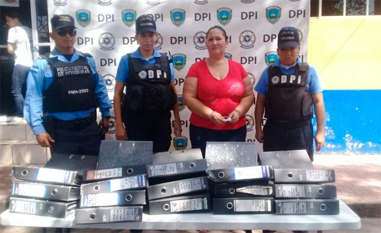 Detienen a ex tesorera municipal de Apacilagua por sustracción de documentos públicos