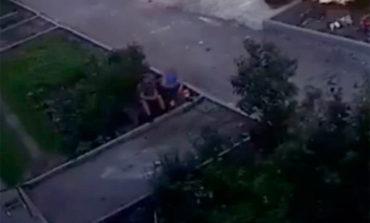Bebé cae desde la ventana de un cuarto piso y dos hombres logran rescatarlo (Video)