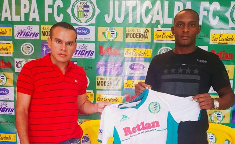 """Juticalpa firma a """"Calolo"""" Palacios"""